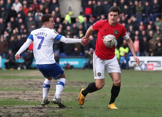 Manchester United-captain Harry Maguire in actie tegen Tranmere Rovers.