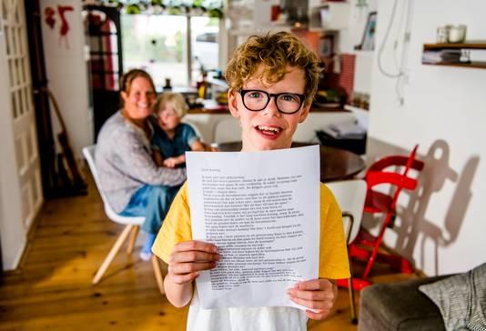 Stijn (10) schreef met zijn moeder een brief aan de koning omdat hij dit jaar niet bij Prinsjesdag kan zijn.