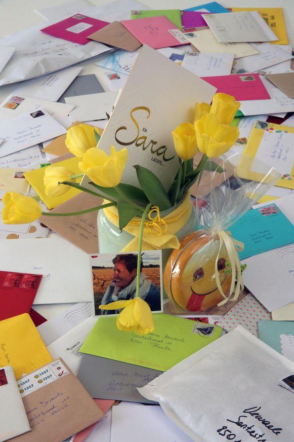 Voor haar 37ste verjaardag kreeg Sara 500 kaartjes, nadat haar man in het geheim een oproep deed op Facebook.