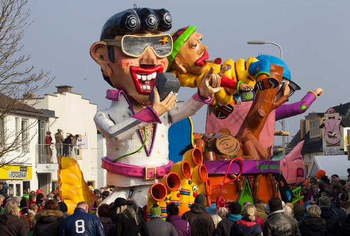 De grote optocht in Raalte kan zondag - net als hier in 2015 - gewoon doorgaan, zegt Ronald Nijboer, voorzitter van carnavalsvereniging De Stoppelkaters.