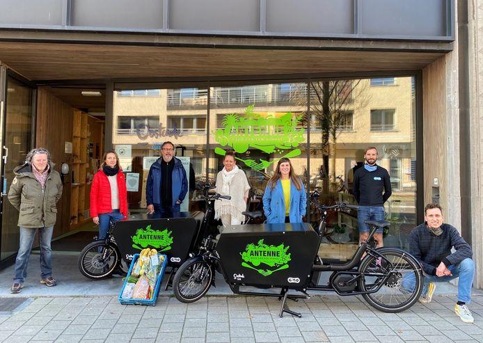 Vanaf deze week start sociale kruidenier Antenne in Oostende met een mobiele service om mensen die zelf niet naar de winkel kunnen, uit de nood te helpen.