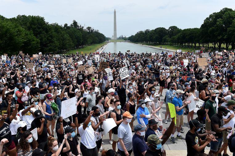 Een protest tegen politiegeweld en racisme bij het Lincolnmonument in Washington. Beeld Hollandse Hoogte / AFP