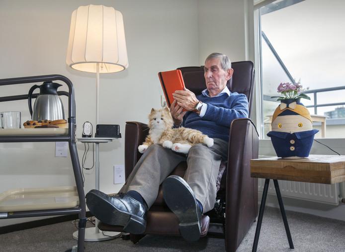 Wim Baanen (83) test snufjes.