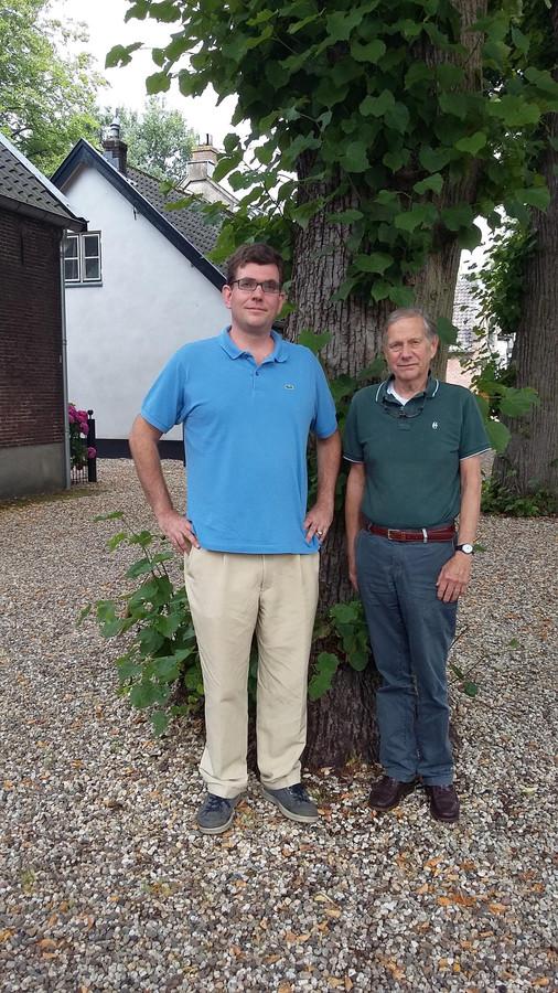 """Paul Bosch van Drakestein (l) en Marek Guensberg in de Dorpsstraat: ,,Er wordt niet mét Lage Vuursche gesproken, maar over."""""""