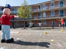 Ouderen knappen op van levend ganzenbord: In beweging én weer wat te vertellen