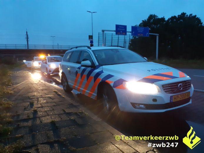 De bestuurder van een Frans voertuig is aangehouden nadat de politie hem slingerend over de A16 bij knooppunt Galder zag rijden.