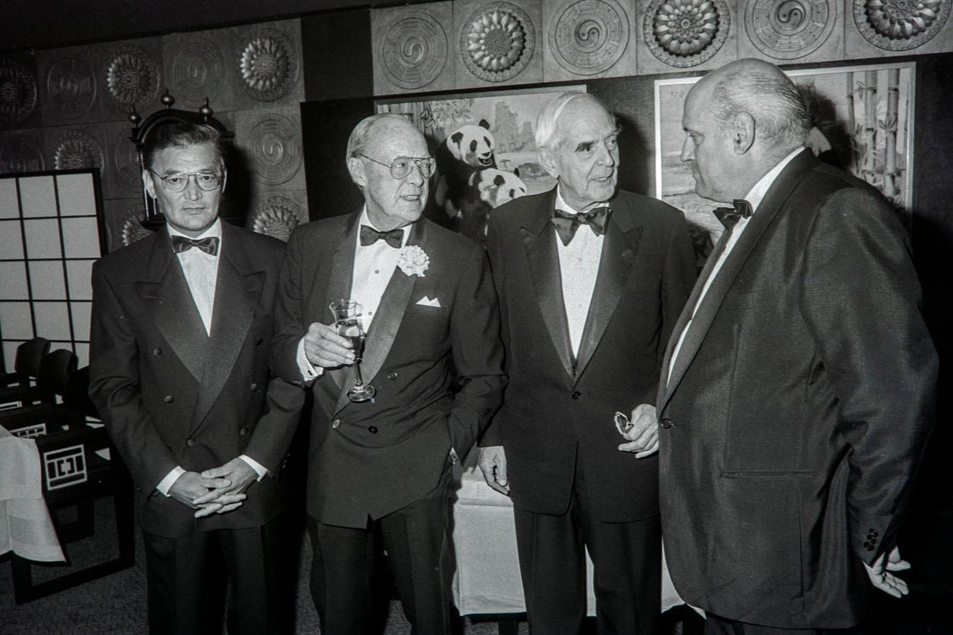 Hr. Chang van de Blauwe Lotus in Eindhoven met Prins Bernard Frits Philips en Jan Timmer