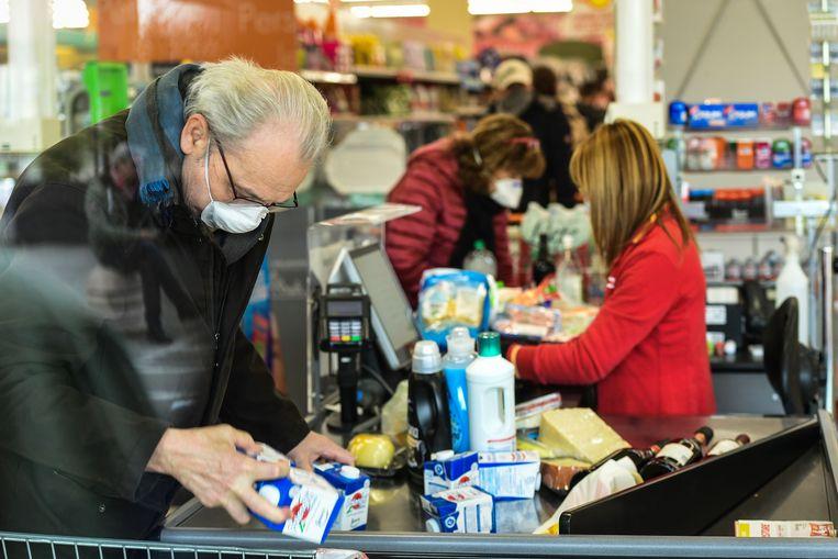 Een besmetting loop je normaal gezien niet op als je iemand pakweg in de winkel kruist. Zulke contacten worden geklasseerd in de eerste categorie.