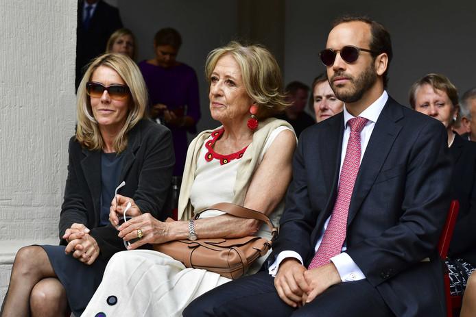 De moeder van koningin Máxima, Maria del Carmen Cerruti, en haar broer Juan Zorreguieta Lopez bij Paleis Noordeinde tijdens Prinsjesdag.