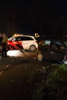 Auto's total loss na aanrijding op kruising Alphen