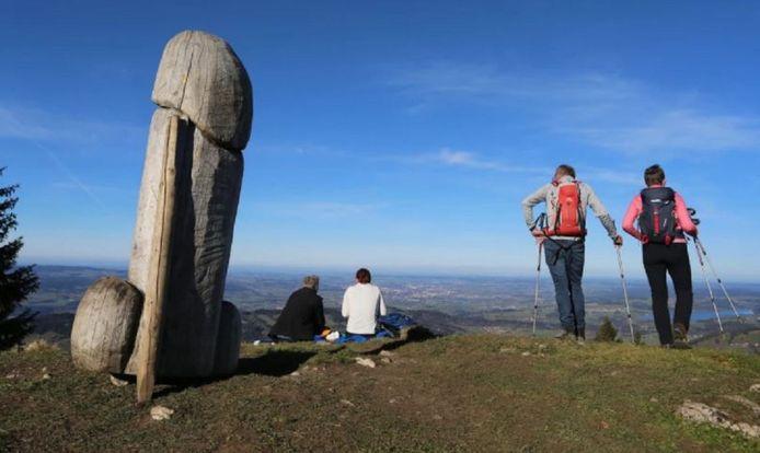 De houten penis sierde ruim vier jaar de top van de 1738 meter hoge Grünten.