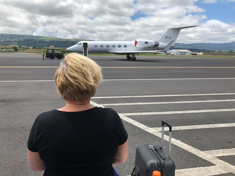 De foto die minister Ank Bijleveld 10 juni twitterde toen ze vanwege problemen met een vliegtuig gestrand was op de Azoren. Beeld Ank Bijleveld