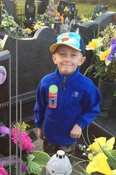 Laatste wens Filip (7) gaat in vervulling: in zelfde kist als moeder begraven