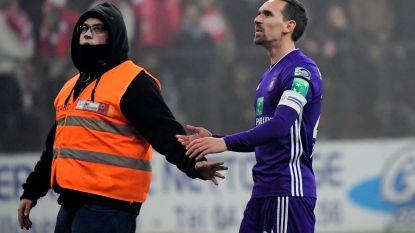 """Van """"een echte schande"""" tot """"het is vijf voor twaalf"""": ex-spelers Anderlecht veroordelen gedrag van paars-witte fans op Sclessin"""