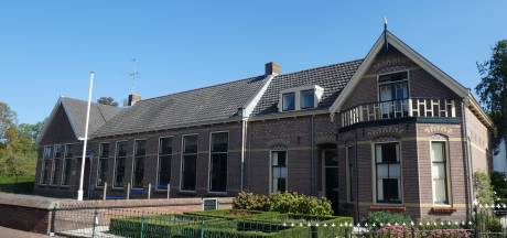 Veel belangstelling voor leeggekomen school in Jaarsveld