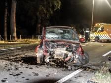 Auto botst tegen betonblok in Putten