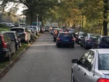 Geen geld voor aanpak parkeerproblemen Kotkampweg in Enschede