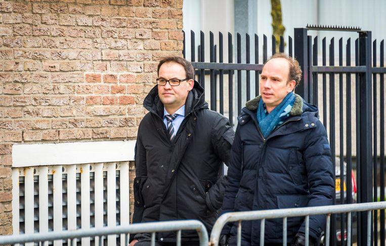De advocaten van Willem Holleeder, Sander Janssen en Robert Malewicz, arriveren bij de rechtbank. Beeld anp