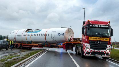 Laatste Fokker 50 verlaat Antwerpse luchthaven... over de weg