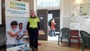 IVN-projectleider Sylvia Spierts trainde ook in Cuijk de vrijwilligers.