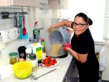 Joyce gaf 300 mensen te eten vanuit piepkleine keuken: 'Ik kook altijd te veel, zo hoort dat bij ons'