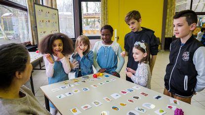 Leerlingen De Blokkendoos leren eerste woordjes Afrikaans en Arabisch