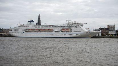 De Columbus meert met 1.400 passagiers aan in Antwerpen: grootste cruiseschip van het jaar in haven