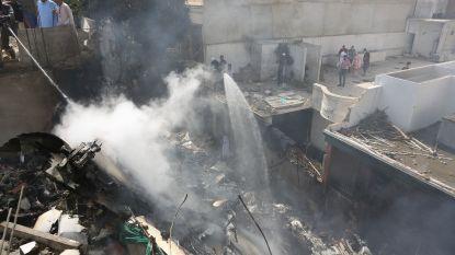97 doden bij vliegtuigcrash in woonwijk in Pakistan, twee overlevenden