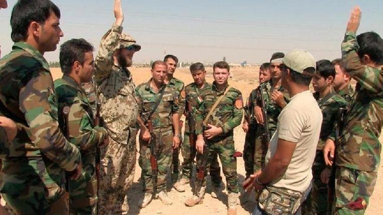 Duitse soldaten trainen Koerdische Peshmerga in Erbil. Beeld null