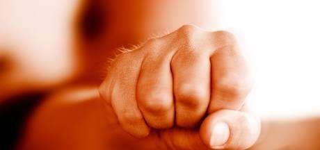 Almeloër (59) in gezicht geslagen omdat hij 'iemand aankeek'