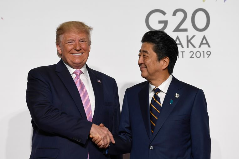 President Donald Trump met de Japanse eerste minister Shinzo Abe.