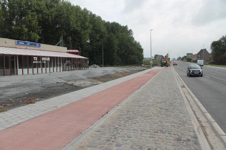 Een gedeelte van de Ninoofsesteenweg, net achter de vroegere gebouwen van Autokruispunt, wordt hersteld door een wegverzakking.