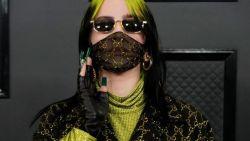 In de schaduw: hoe draag je een zonnebril met een mondmasker?