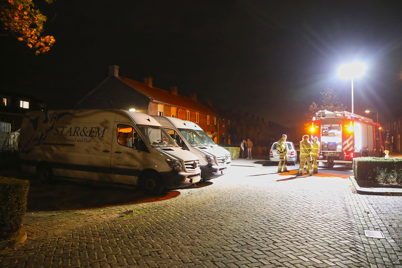 Poging brandstichting bestelbussen in Oss.