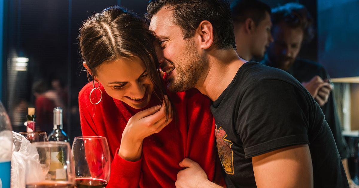 Hoe flirten als je verlegen bent