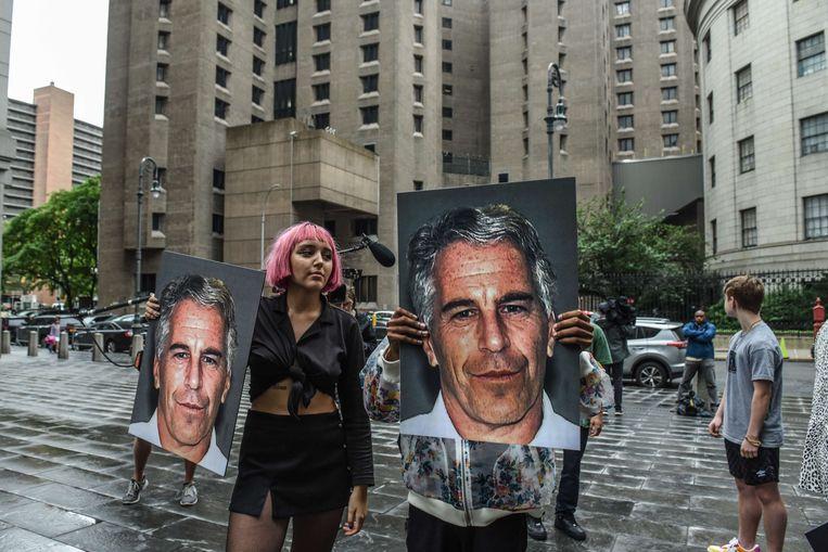 In New York protesteerde een groep, genaamd 'Hot Mess', tegen Jeffrey Epstein. Beeld AFP