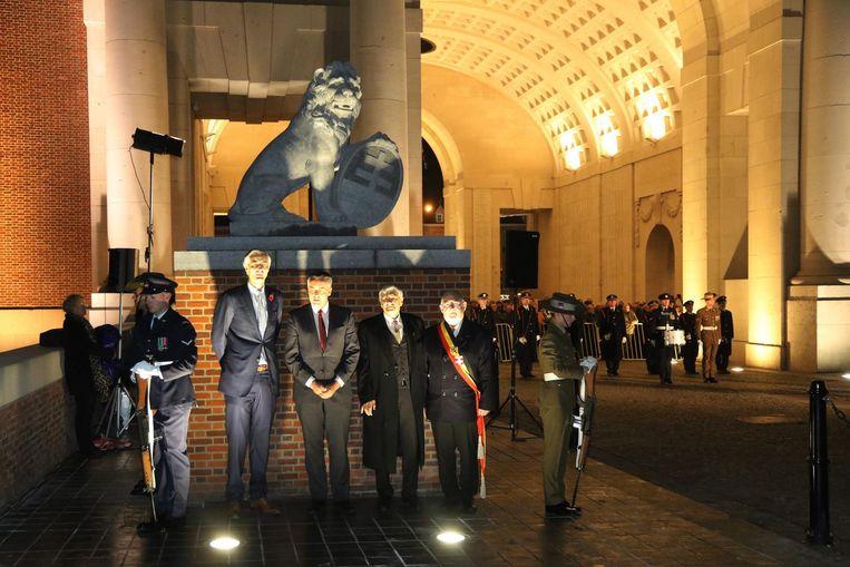 V.l.n.r: voorzitter van de Last Post Association Benoit Mottrie, huidig Australisch minister van Veteranenzaken Darren Chester, Kerry Stokes en burgemeester Jan Durnez.