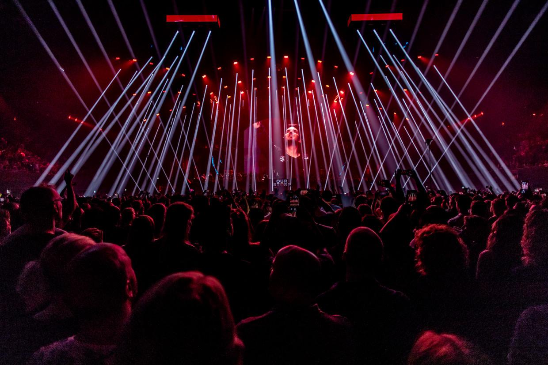 Grote sterren, vuurwerk, lichtshows en een uitgelaten feest op festival Tomorrowland in de Ziggo Dome.