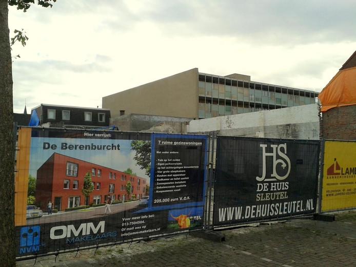 Op deze plek aan de Superior de Beerstraat - achter het oude Noorderligt - verrijst de Berenburcht.