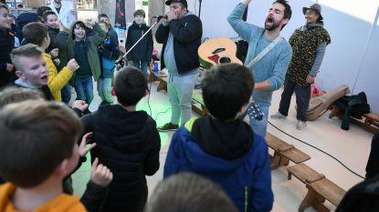 VIDEO: leerlingen GBS Toverveld leren beatboxen, koken, boogschieten en circustrucs tijdens bezoek Heldentoer