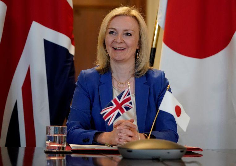 De Britse minister Minister Liz Truss tijdens een videoconferentie met haar Japanse ambtgenoot Toshimitsu Motegi over een nieuw handelsakkoord.  Beeld AFP