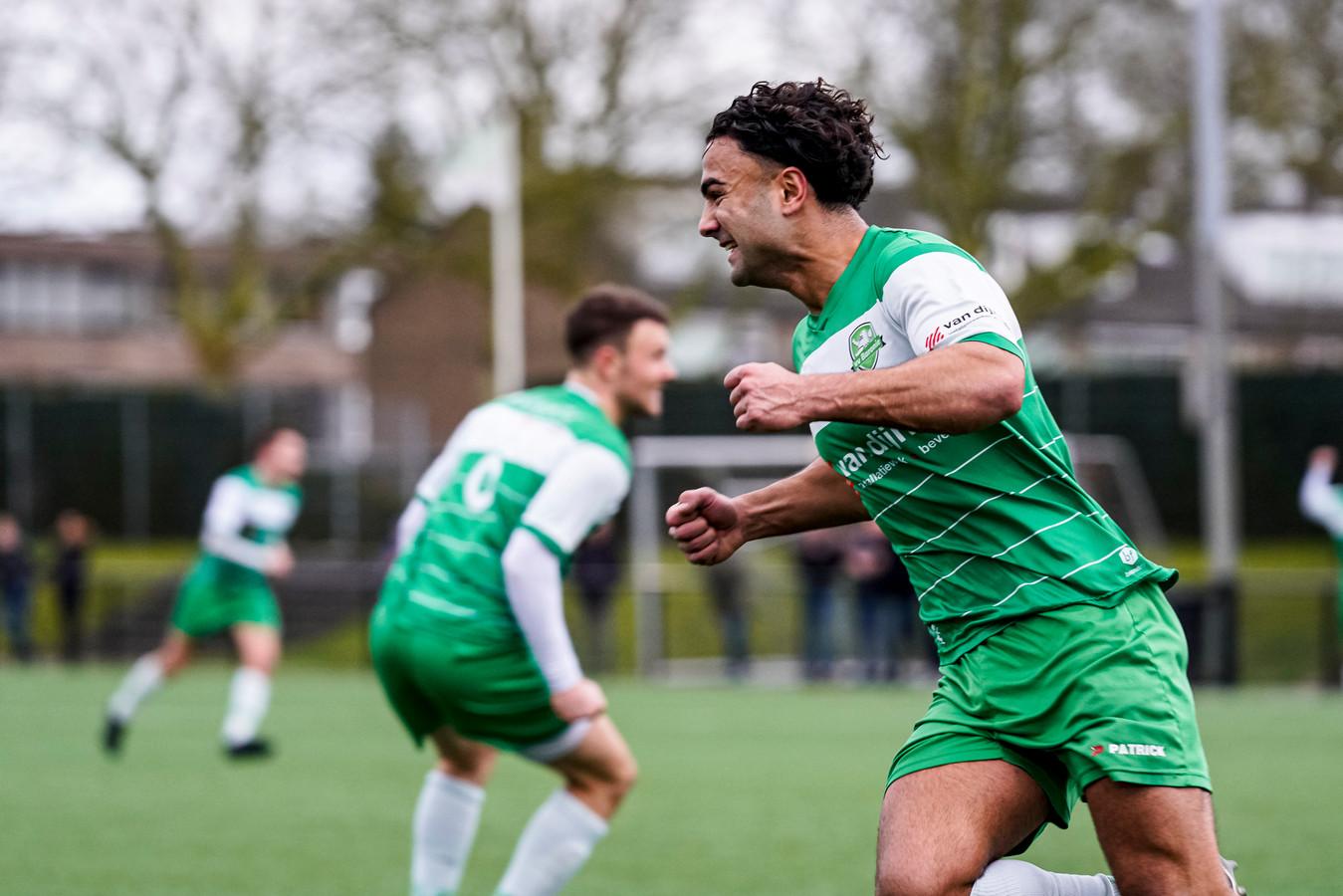 Moustafa Mohammad viert zijn treffer 1-0