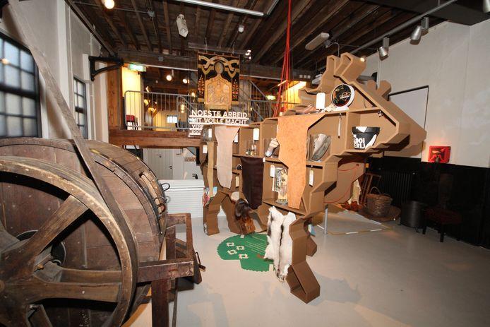 De koe, die trots en centraal in het museum staat, is het pronkstuk van museum De Looierij. In De Koe ziet men voorbeelden van eindproducten die gemaakt zijn door leerlooien, de kunst van leer maken.