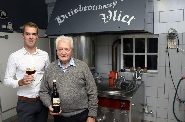 Pieter Molenberghs en grootvader Jul Molenberghs in hun brouwerij.