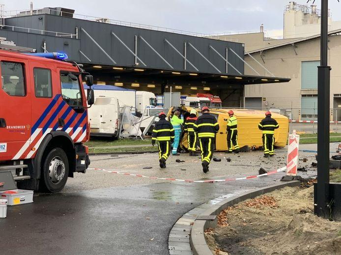 Bestuurder overleden na ongeval met twee bestelbusjes in Tilburg.
