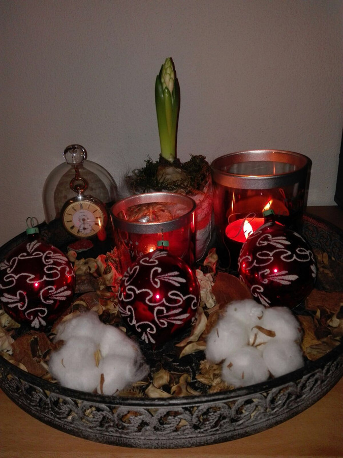 De oude kerstballen krijgen we een plaatsje.