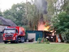 Brand verwoest caravan in Heijen, man gewond