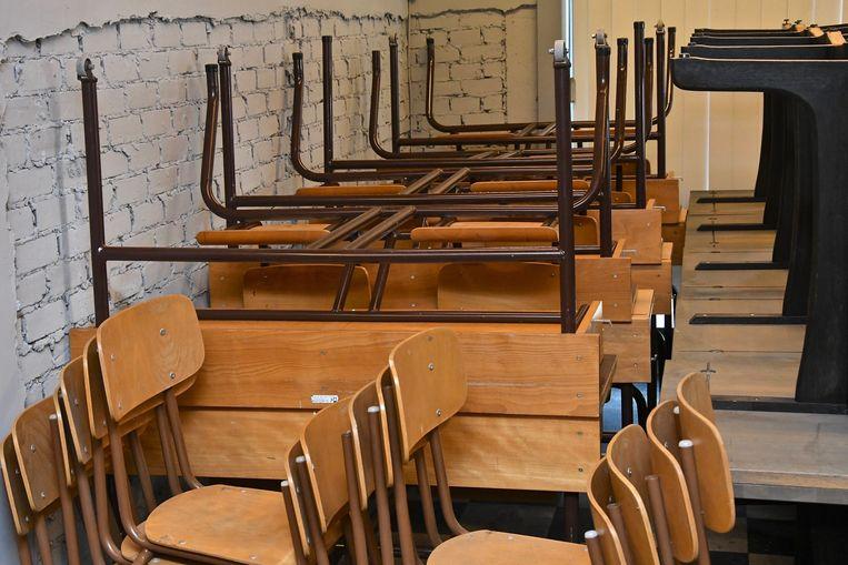 De nieuwe winkel 2Chair met allerhande stoelen en tafels, je vindt er ook schoolbanken