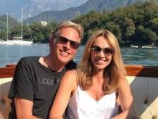 Adam Curry vraagt vriendin ten huwelijk tijdens romantisch diner