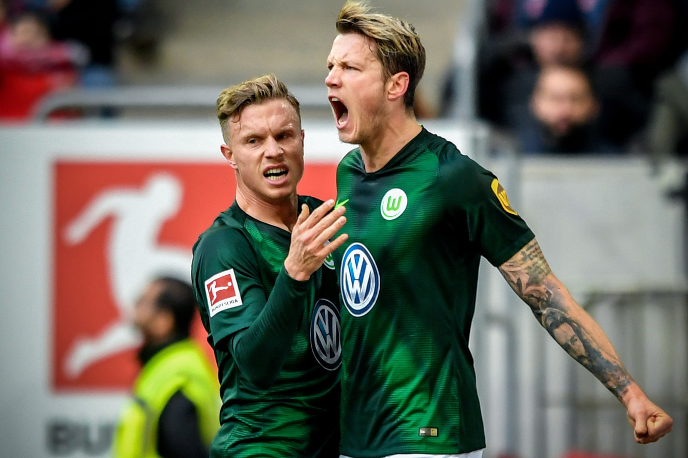 Wout Weghorst viert een treffer namens VfL Wolfsburg.